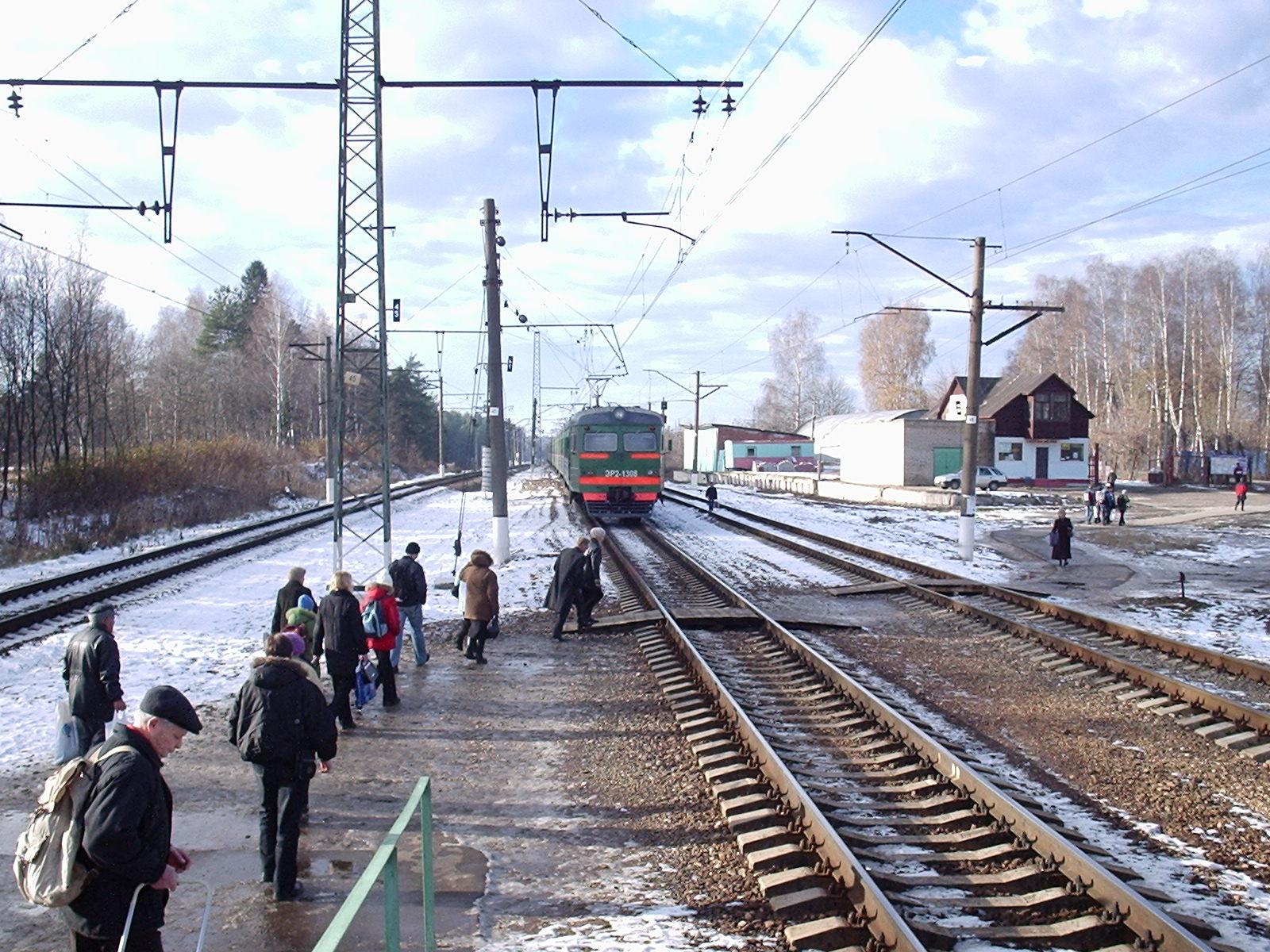 Снег и лед обнаружили на ж/д платформе